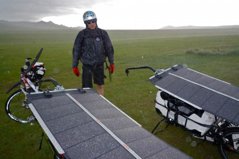 pedelec-adventures-com_tour-de-mongolia_2012-07-06_tag2_regen_p1020256_web