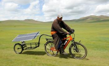 pedelec-adventures-com_tour-de-mongolia_2012-07-06_tag2_mongole-riding_dsc_1021_2_web
