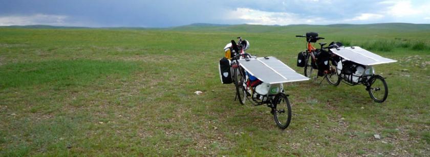 pedelec-adventures-com_tour-de-mongolia_2012-07-07_tag3_bikes-am-anstieg_panorama_p1020288_web