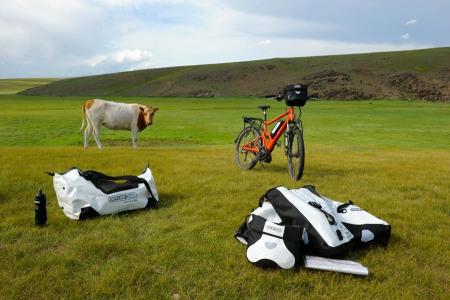 pedelec-adventures-com_tour-de-mongolia_2012-07-08_tag4_delite-kuh-ortlieb_dsc_1172_2