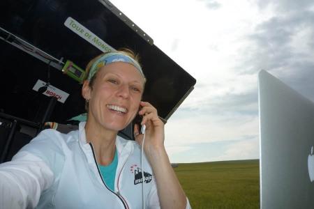 pedelec-adventures-com_tour-de-mongolia_tag4_2012-07-08_susi-working_p1020317