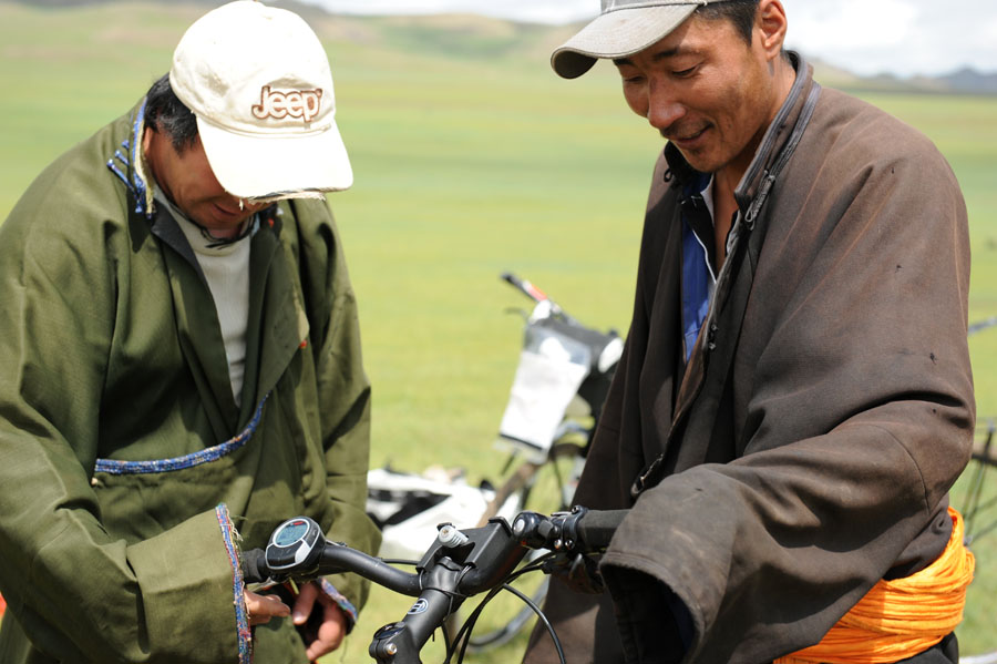 pedelec-adventures-com_tour-de-mongolia_2012-07-06_tag2_mongols-display_dsc_1011_web