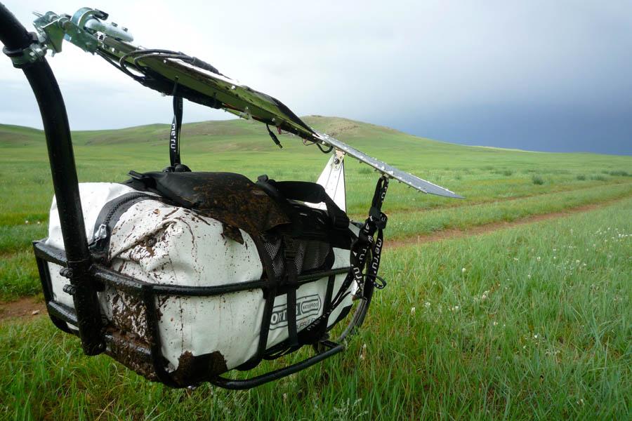pedelec-adventures-com_tour-de-mongolia_2012-07-06_tag2_trailer-matsch_p1020266_web