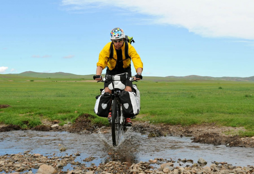 pedelec-adventures-com_tour-de-mongolia_2012-07-07_tag3_crossing-river_dsc_1100_2_web