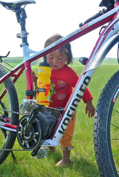 pedelec-adventures-com_tour-de-mongolia_2012-07-07_tag3_kreidler_girl_p1020280_web