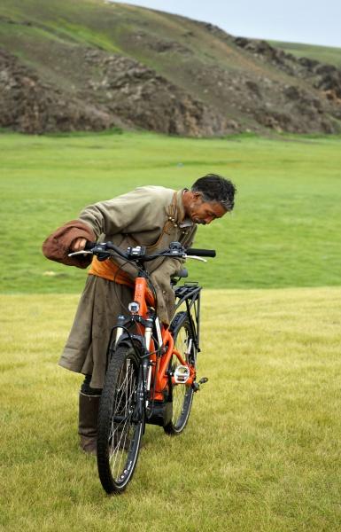 pedelec-adventures-com_tour-de-mongolia_2012-07-08_tag4_besucher-dzuil_dsc_1210_2