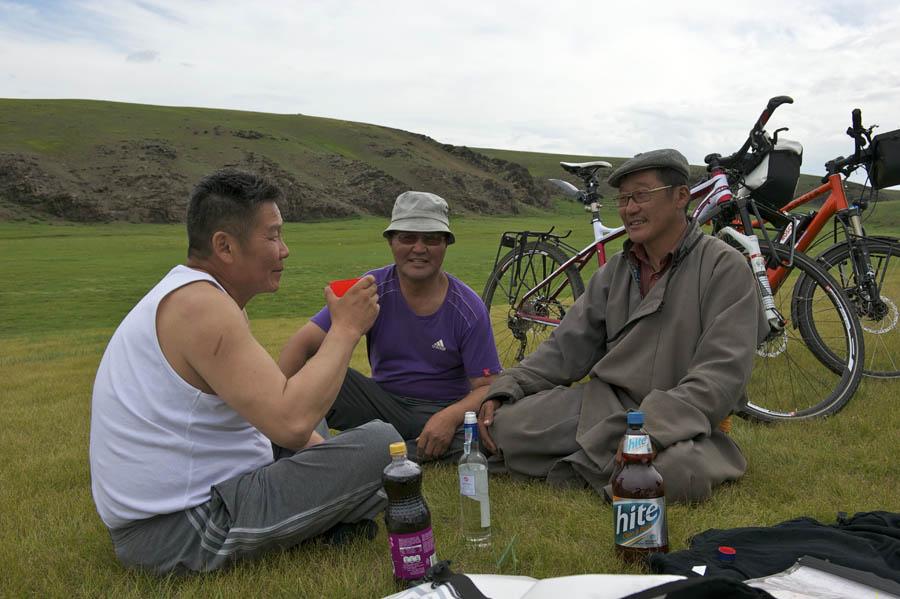 pedelec-adventures-com_tour-de-mongolia_2012-07-08_tag4_wodka-am-morgen_dsc_1150