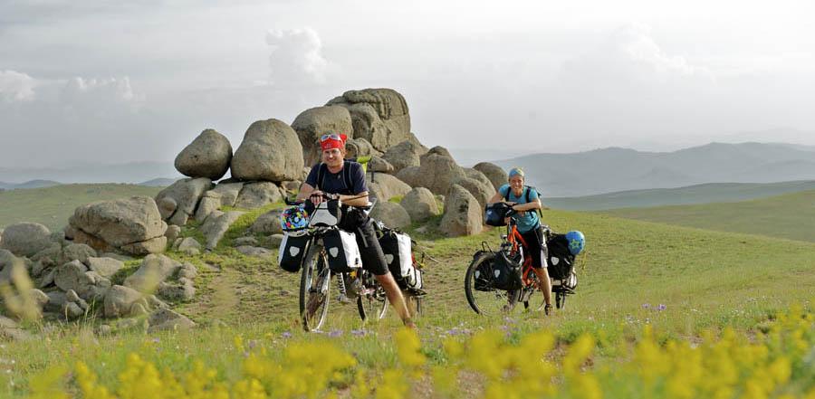 pedelec-adventures-com_tour-de-mongolia_bosch_pedelecs_solaranhaenger_bruesch_veltrusky_web